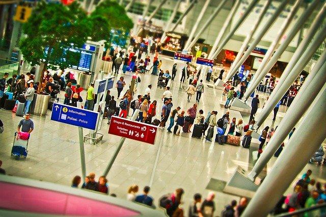 airport 1515434 640 - Niezbędnik wpodróży: odprawa nalotnisku (airport check-in)