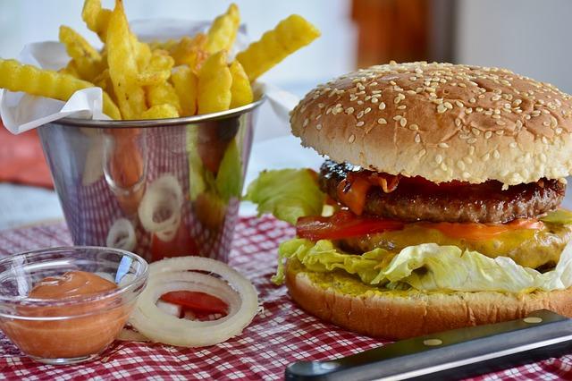 Niezbędnik w podróży: bar szybkiej obsługi (fast food restaurant)
